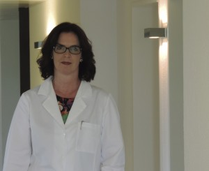 Dr. Bettina Rümmelein in ihrer Klinik